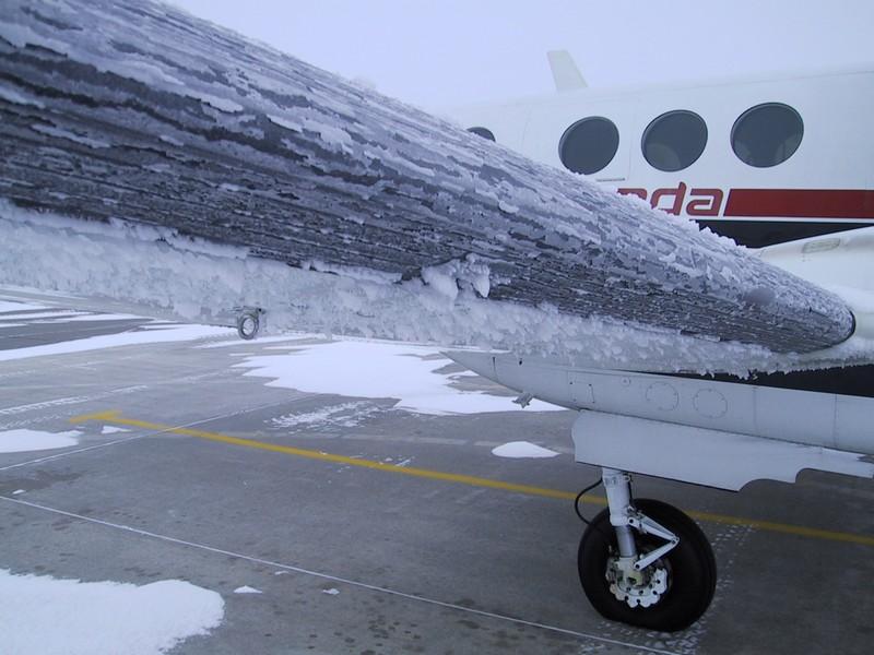 avion givré sevèrement au sol...